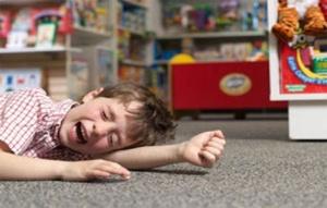 Ребенок в истерическом припадке